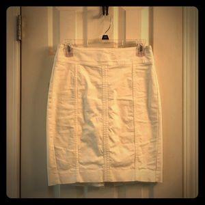 Ann Taylor 0P white pencil skirt with back slit.